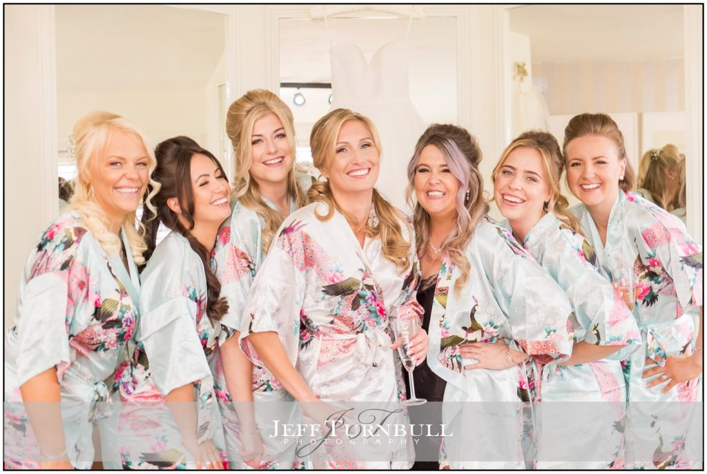 Bridesmaids posing ideas